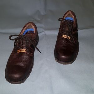 Dockers tie up shoes
